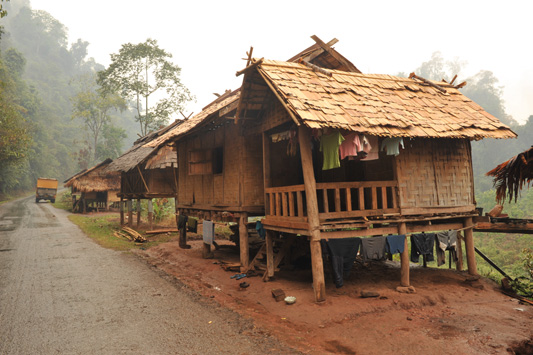 Camion 4x4 for Maison traditionnelle laos