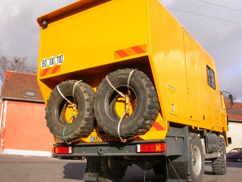 pneumatiques de buc phale pour un tdm camion 4x4. Black Bedroom Furniture Sets. Home Design Ideas